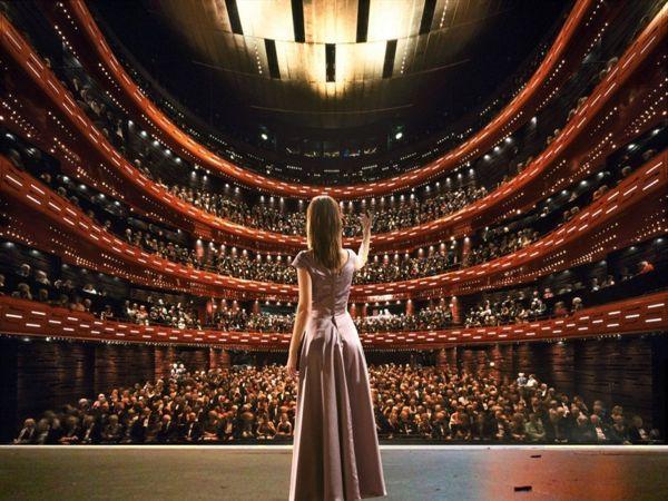 Ý nghĩa giấc mơ thấy nhà hát là điềm báo điều gì?
